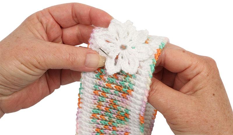 Häkelanleitung: Kinderstirnband mit Blumen