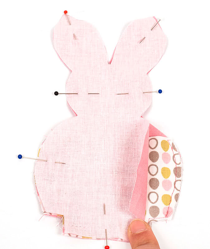 Nähanleitung: Kleine Osterhasen als Tischdeko mit Geheimfach