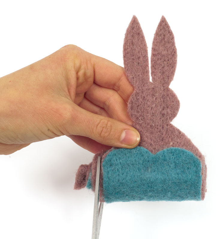 Filzband Hasen zu Ostern basteln - Rolle zuschneiden