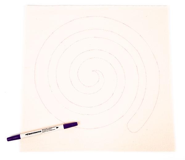 Regenbogenspirale auf Keilrahmen basteln - Schritt 3