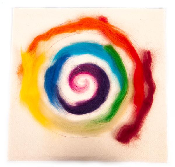 Regenbogenspirale auf Keilrahmen basteln - Schritt 7