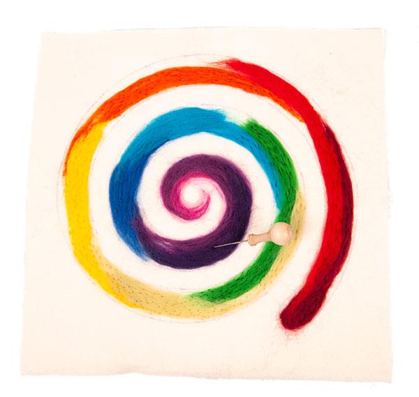 Regenbogenspirale auf Keilrahmen basteln - Schritt 8