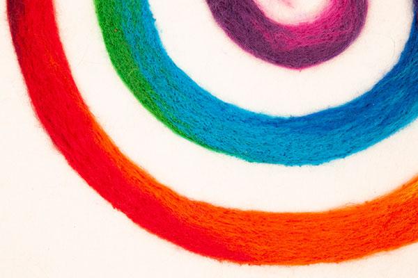 Regenbogenspirale auf Keilrahmen basteln - Schritt 10