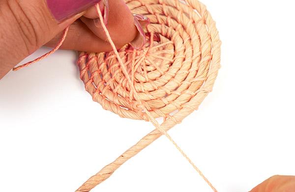 Untersetzer aus Maisschnur basteln - Schritt 8